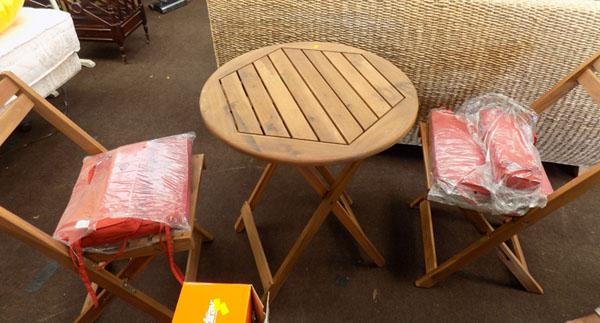 Garden table + chairs including cushions