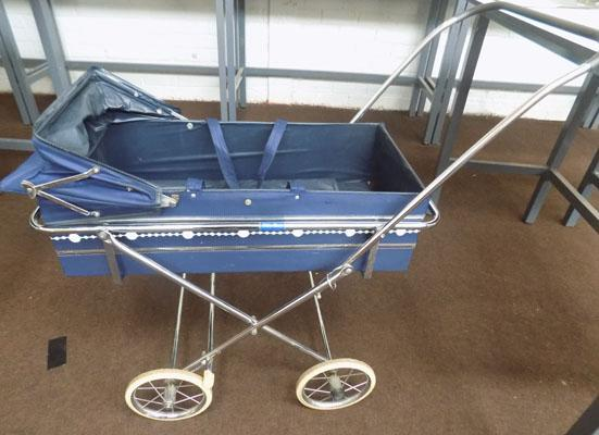 Silver Cross pram & carrier