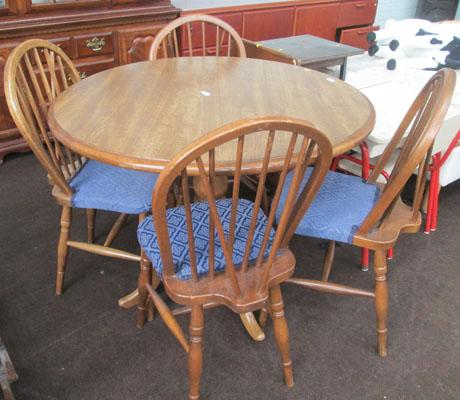 Solid oak table + 4 chairs