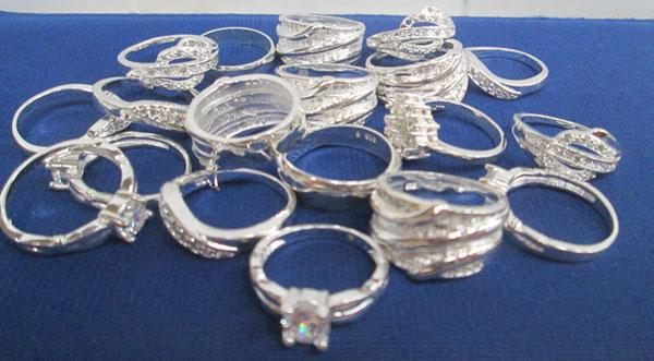 Collection of 925 stamped 'silver' rings