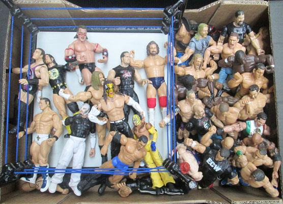 Box of WWE figures & ring