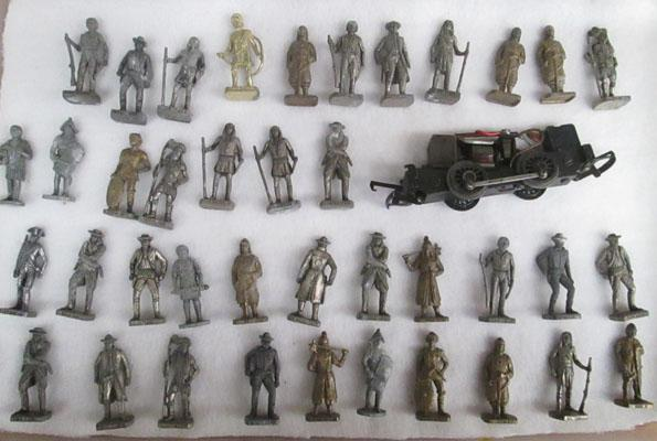 Collection of metal alloy figures & 0/00 gauge motor engine