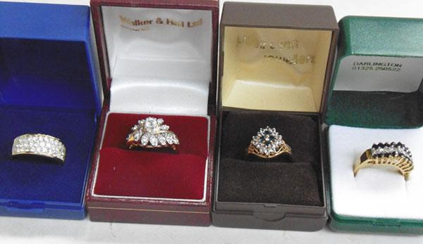 4x Gold coloured dress rings
