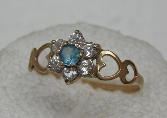 9ct Gold blue Topaz cluster ring