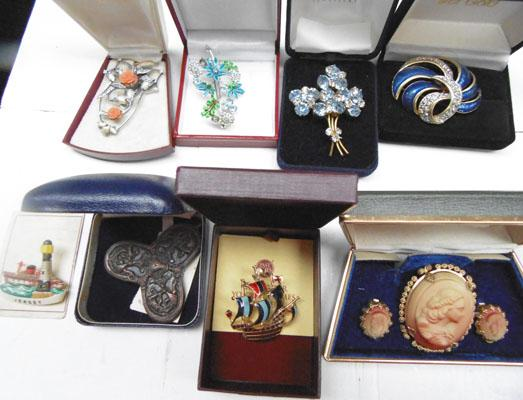 Collection of boxed vintage brooches