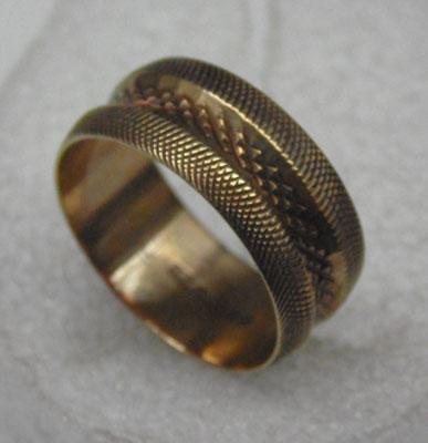 9ct Gold wide diamond cut patterned ring