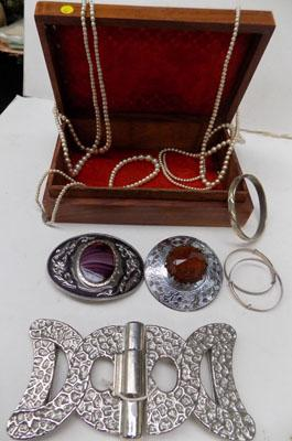 Collection of Scottish & costume jewellery