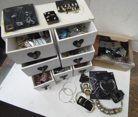 Jewellery box & costume jewellery rings/bangles/chains etc