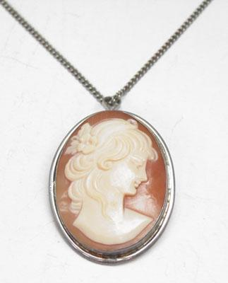 Cameo brooch/pendant on silver chain