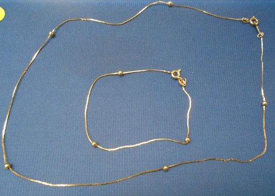 9ct Gold necklace & matching bracelet