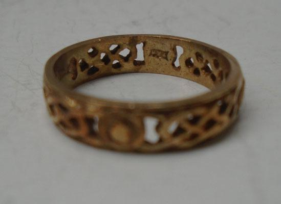 9ct Gold Celtic band ring