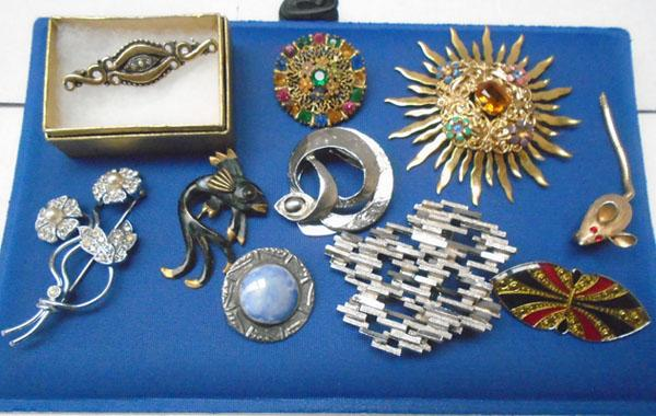 10x Vintage brooches
