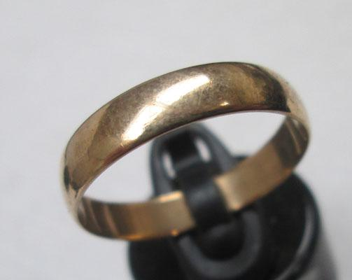 9ct Gold wedding band ring approx size Q