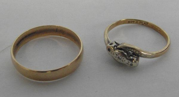 2 9ct Gold rings