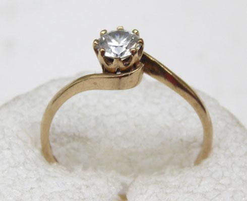 9ct white Gold solitare ring