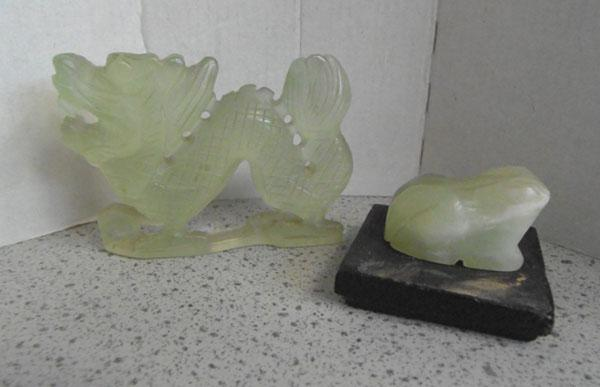 2 Jade figures - Frog and Dragon
