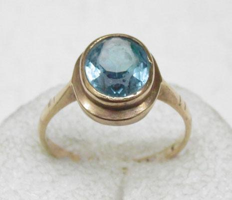9ct gold solitaire blue Topaz ring