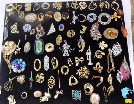 Large collection of vintage brooches
