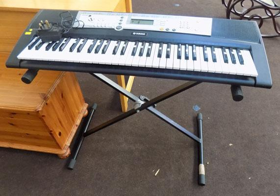 Yamaha keyboard with stand and lead - in working order