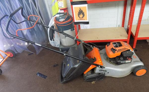 Briggs & Stratton petrol flymower self drive
