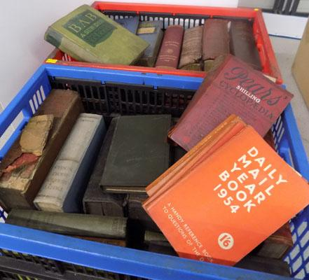 2x Boxes of vintage books inc Shakespeare, Pears
