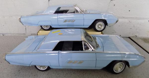 2x Ford Thunderbirds cars