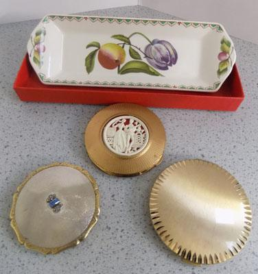 3 Compacts inc 2x Stratton & Spode pin tray