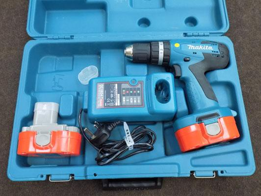 Makita 18v drill set (like new)