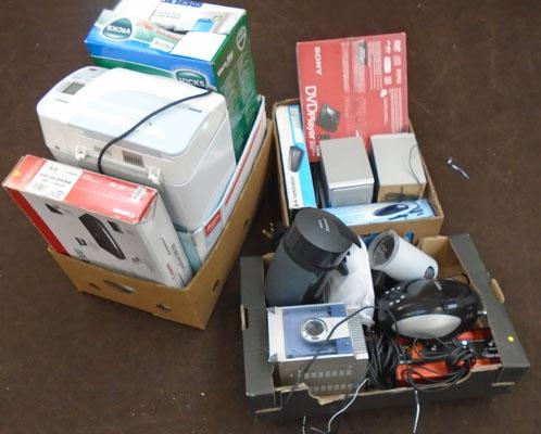 3x Boxes mixed electricals w/o