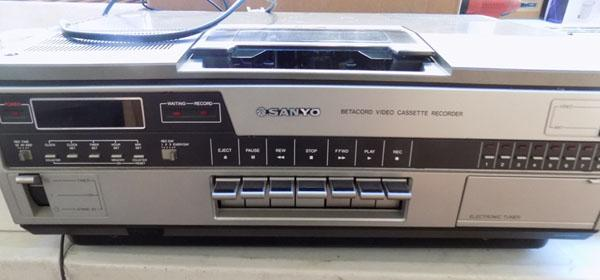 Vintage Sanyo beta cord video player