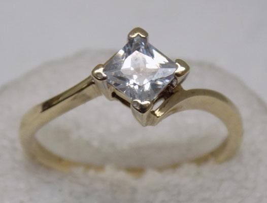 9ct Gold Princess cut solitaire ring