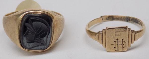 Gents 9ct gold signet ring & 1 other