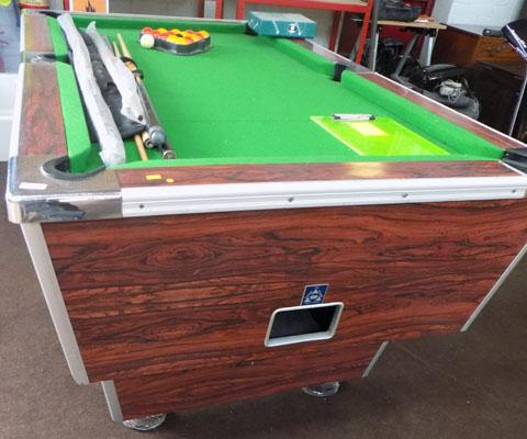 Slate bed full size pub pool table with accessories