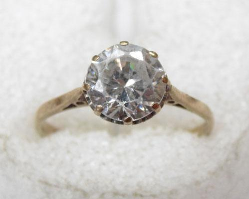 9ct gold solitaire ring