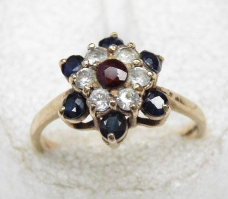 9ct Gold Sapphire cluster ring size R
