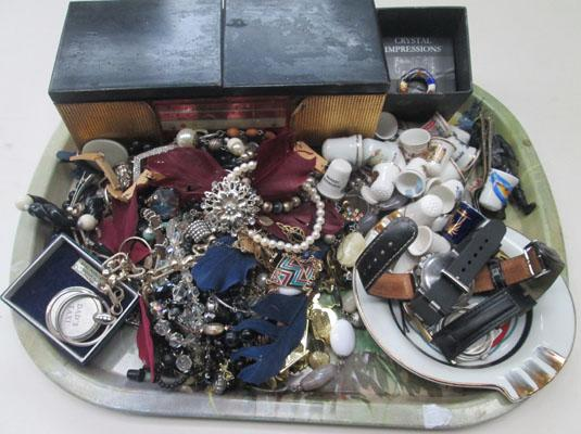 Vintage jewellery thimbles, silver brooch etc.
