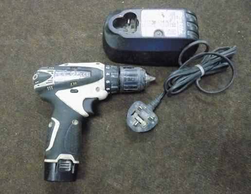 makita 10.8 cordless (sparky) drill, battery & charger (w/0)
