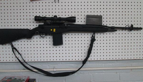M14 airsoft rifle , magazines and battery 360 - 4000 FPS (magazines in office)