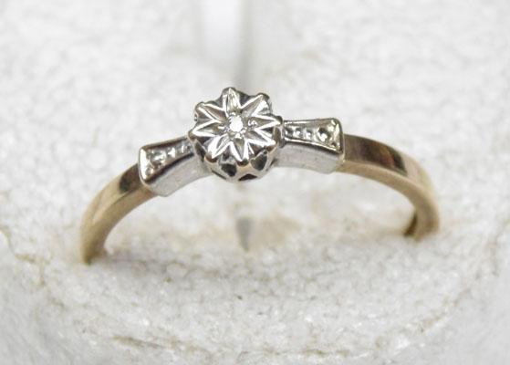 9ct Gold, platinum & diamond ring size M