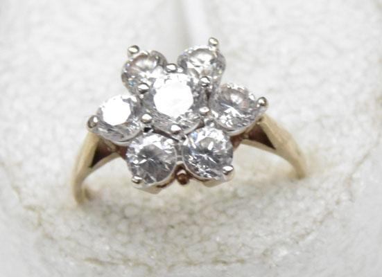 9ct Gold cluster ring size L