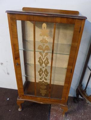 Veneered china display cabinet