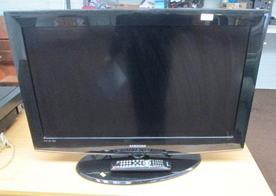 "Samsung flatscreen TV 32"" with remote (in office)"