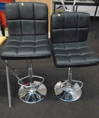 2x Black leather/chrome bar stools