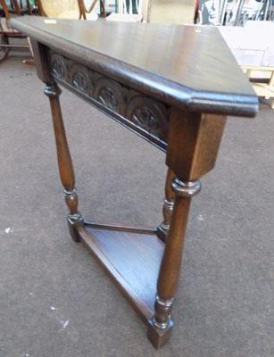 Jayces corner table dark wood
