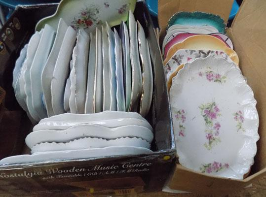 2x Boxes of assorted pottery trays