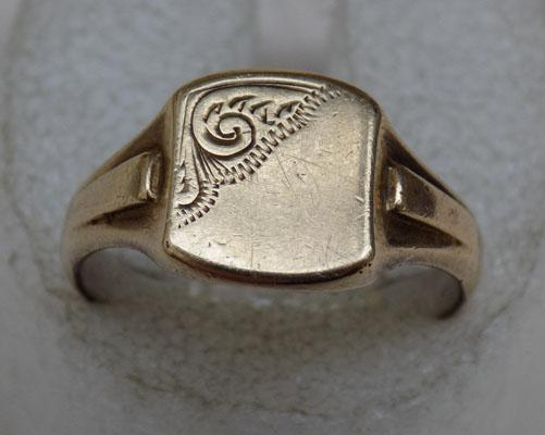 9ct Gold & Silver signet ring size approx X