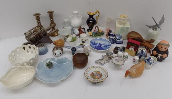 Mixed tray of mini collectables inc Leeds Pottery, Denmark pottery