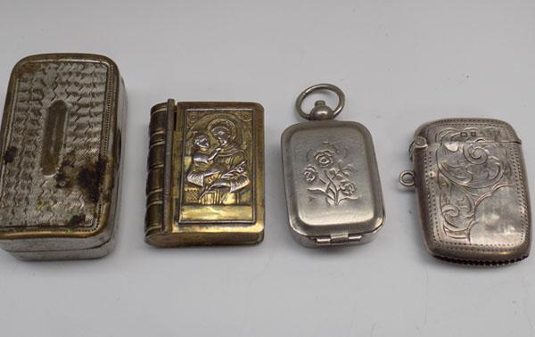 Collection of snuff boxes & silver vesta case