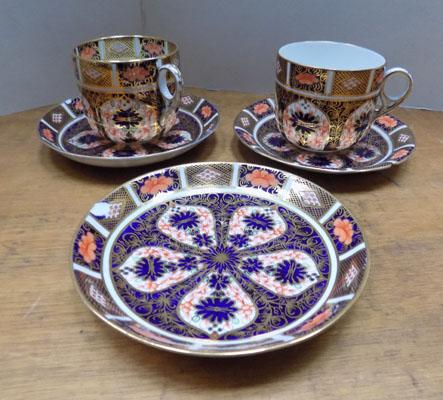 Royal Crown Derby 2 cups & 3 saucers
