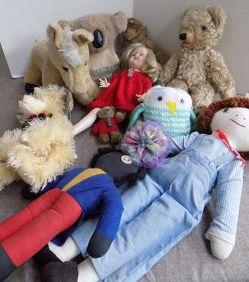 Small box of dolls & bears-some vintage